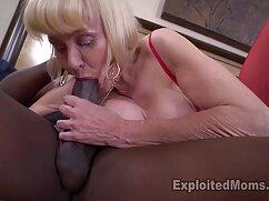 Las madres tetonas y culonas xxx lesbianas se besan y follan suavemente.