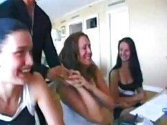 Nena con un tatuaje en mamas culonas cojiendo la frente folla en el casting.