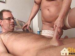 Masturbación de una chica delgada con mamas negras culonas un globo.
