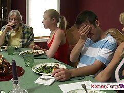 Un tutor calvo videos xxx madres culonas se folla a una mujer de cabello castaño.