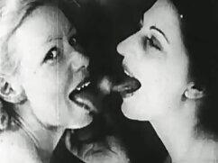 La masturbación con vibradores xxx madres culonas se transmite por webcam.