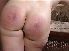 Semen del xxx culonas madres poli en el pecho.