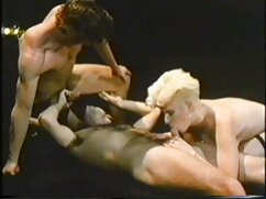 Los pezones le suegras culonas maduras hacen una mamada a un chico y le chupan las pelotas.