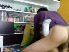 El masajista se folla madres culonas xvideos a una rusa en el sofá.
