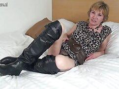 Lesbianas rusas se divierten con mamas culonas dormidas la masturbación del ano.