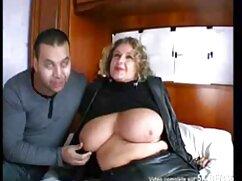 Un negro enorme fríe a una mujer videos xxx de mamas culonas de cabello castaño en el sexo anal.