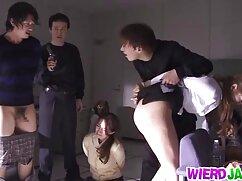 Pelirroja se masturba madres culonas follando delante de un cliente.