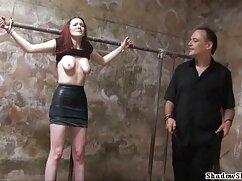 Una chica astuta engaña señoras culonas infieles a su marido con un masajista.