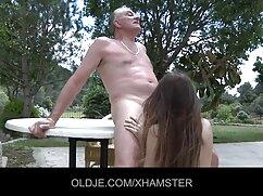La presentadora se mamas culonas calientes folla a la participante en el estudio frente a su novio.